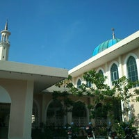 Photo taken at Masjid Al-Hidayah by Jo B. on 2/25/2012