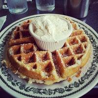 Foto tirada no(a) Sam's Morning Glory Diner por Jillian E. em 6/25/2012
