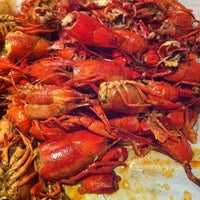 Photo taken at Hot N Juicy Crawfish by Neal J. on 3/26/2011