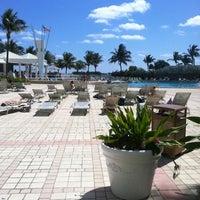 Foto tirada no(a) Deauville Beach Resort por Danielle E. em 3/12/2011