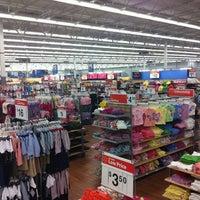 Photo taken at Walmart Supercenter by vmcampos on 4/18/2011