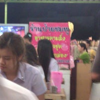 Photo taken at ร้านป้ายชมพู by Thawatchai K. on 6/30/2011