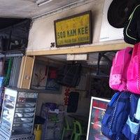 Photo taken at Soo Kam Kee Kedai Makan Dan Minuman by Harikumar G. on 5/14/2011