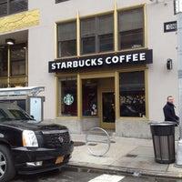Das Foto wurde bei Starbucks von Jimbo G. am 2/11/2012 aufgenommen