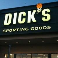 Photo prise au DICK'S Sporting Goods par Melvin H. le8/23/2012