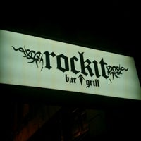 Foto tomada en Rockit Bar and Grill  por Mike R. el 2/19/2012