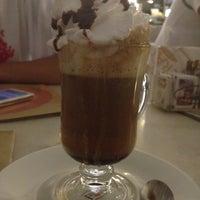 Foto tirada no(a) Fran's Café por Maria Cláudia O. em 2/22/2012