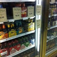 Foto tirada no(a) Goody Goody Liquor por Katherine A. em 5/22/2012