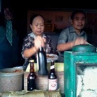 Photo taken at Kupat Tahu Padalarang by Ismir P. on 5/6/2012