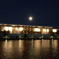 Foto tirada no(a) The John F. Kennedy Center for the Performing Arts por Sherri W. em 4/6/2012