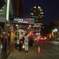 Foto tomada en Ruth's Chris Steak House por Hedi K. el 3/1/2012