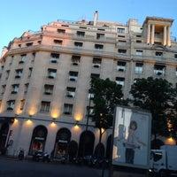 Photo prise au Hôtel Four Seasons George V par CaboMan C. le5/14/2012