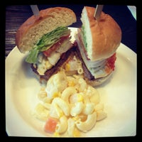 Photo taken at Kraze Burgers by Hannah Gerlyn C. on 7/29/2012