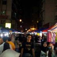 Photo taken at Pasar Malam Jalan Tuanku Abdul Rahman by Azam on 8/11/2012