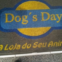 Foto tirada no(a) Dog's Day por Ricardo S. em 9/10/2012