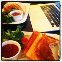 Das Foto wurde bei Cafe Engländer von richard b. am 3/21/2012 aufgenommen