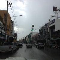 Photo taken at ตลาดสดสีคิ้ว by sakchai s. on 5/3/2012