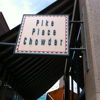 Foto tirada no(a) Pike Place Chowder por Sarah H. em 7/13/2012