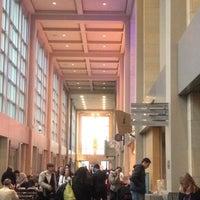 Foto tirada no(a) Benaroya Hall por Diana H. em 5/4/2012