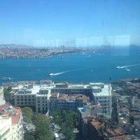 Das Foto wurde bei The Marmara Taksim von Onur V. am 8/29/2012 aufgenommen