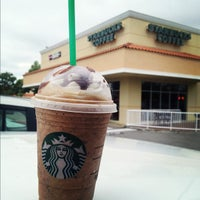 Photo taken at Starbucks by Raulito V. on 8/27/2012