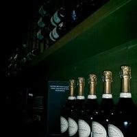 Das Foto wurde bei Cork Wine Bar von waterbuffallovee k. am 7/7/2012 aufgenommen