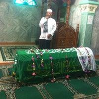 Photo taken at Masjid Darul Mukhtar by Nurdiansyah H. on 8/20/2012