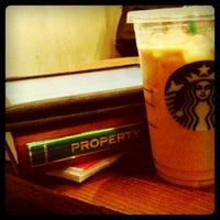 Photo prise au Starbucks Coffee par Mela Y. le6/18/2012