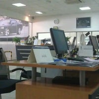Photo taken at Chrysler, Jeep and Dodge Service Center - Trading Enterprises by Moh'd J. on 2/29/2012