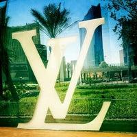 Das Foto wurde bei Louis Vuitton Las Vegas CityCenter von SAMe .. am 5/17/2012 aufgenommen