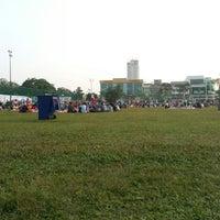 Photo taken at Bazar Ramadhan Taman Kerang (Pokok Buluh) by hemo k. on 8/14/2012