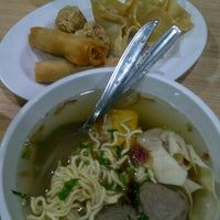 Photo taken at Bakso Bakwan Malang (BBM) OKE by M.Rey K. on 6/7/2012