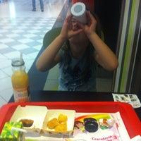 Снимок сделан в McDonald's пользователем Maciej 8/26/2012