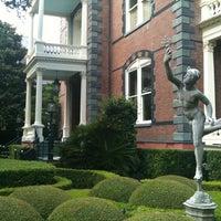 7/2/2012 tarihinde Marc S.ziyaretçi tarafından Calhoun Mansion'de çekilen fotoğraf