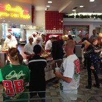 Foto diambil di In-N-Out Burger oleh Brad A. pada 6/25/2012