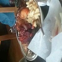 Das Foto wurde bei MacArthur's Restaurant von John J. am 3/8/2012 aufgenommen