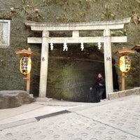 Photo taken at 銭洗弁財天宇賀福神社 by Hiroaki O. on 2/12/2012