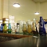 รูปภาพถ่ายที่ Woodland Hills Wine Company โดย Ernesto (Tequila Man) A. เมื่อ 8/16/2012