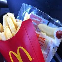 Foto tirada no(a) McDonald's por Talissa P. em 4/24/2012