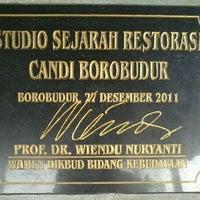 Photo taken at Studio Sejarah Restorasi Candi Borobudur by Elmi I. on 2/27/2012