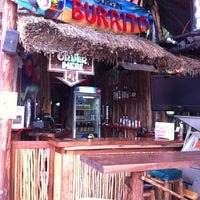 Foto tomada en The Surfin Burrito  por Joe D. el 10/19/2011