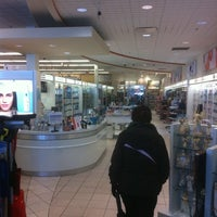 Photo taken at Pharmacie Jean Coutu by Roger F C. on 2/7/2011