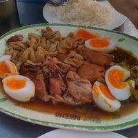 Photo taken at Kaw Kha Moo Chang Phuek by JinG P. on 11/7/2011