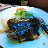 Photo taken at Fiske Steakhouse by Amiezra B. on 1/7/2012