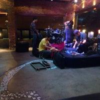 Foto tirada no(a) Buxixo Rock Bar por Jhemis D. em 11/14/2011
