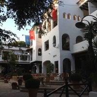 Foto tomada en Hotel Puente Romano por Christopher S. el 2/29/2012
