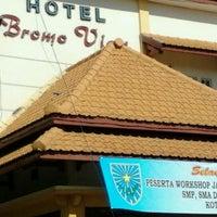 Foto diambil di Bromo View Hotel & Restaurant oleh zainul m. pada 11/23/2011