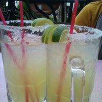 Foto tomada en La Parrilla Mexican Restaurant por Chanra S. el 11/22/2011