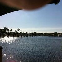 10/23/2011 tarihinde Mark V.ziyaretçi tarafından Coconuts Bahama Grill'de çekilen fotoğraf