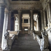 Photo taken at Justitiepaleis / Palais de Justice by Jinkwon L. on 6/21/2012